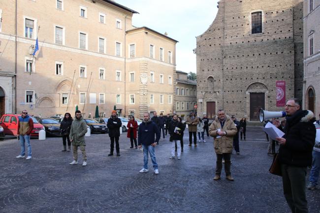 Le Sentinelle domenica scorsa in piazza della Libertà