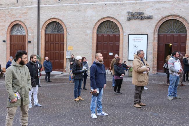 sentinelle in piedi piazza macerata_foto LB (5)