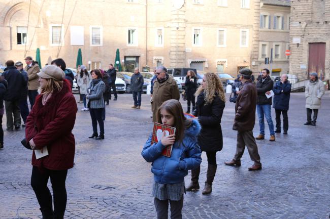 sentinelle in piedi piazza macerata_foto LB (7)