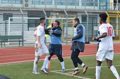 La gioia dei biancorossi al gol siglato da D'Anna
