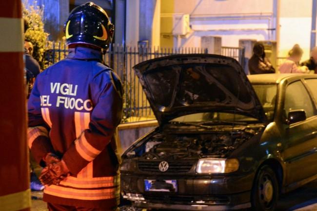 auto a fuoco - via dei mille - civitanova (2)