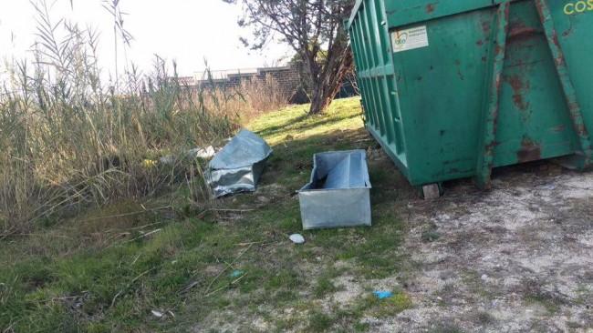 """Alcune delle bare abbandonate trovate durante il sopralluogo dei """"No crem"""""""