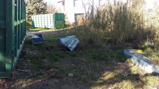 discarica lapidi cimitero Civitanova 2