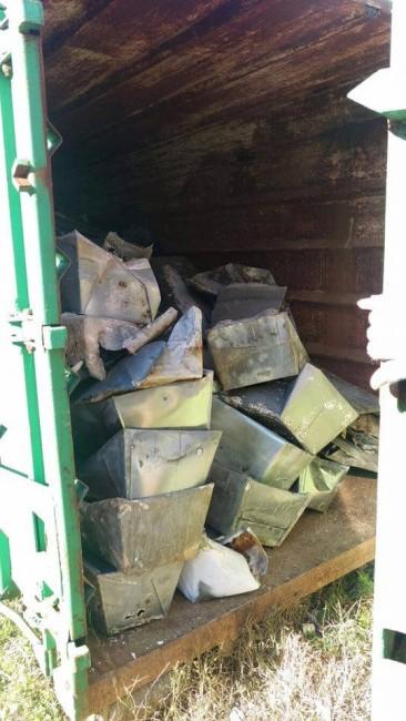 Il container aperto con le bare