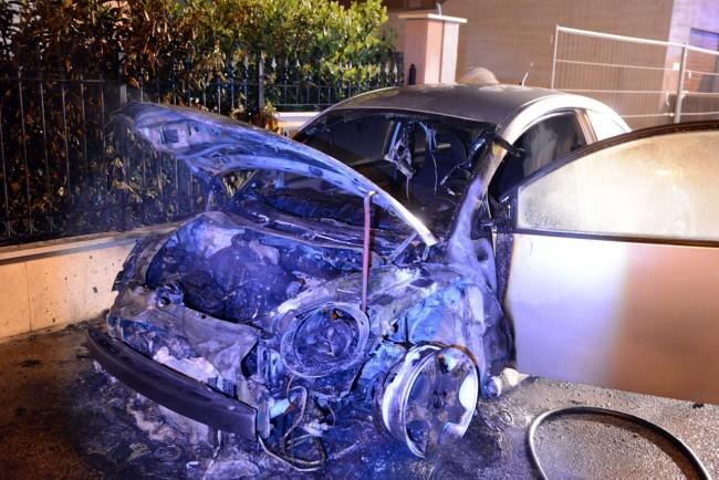 incendio auto via de gasperi - porto potenza picena (9)