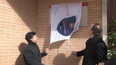 Flavio Corradini e Gianluca Pasqui scoprono la targa della nuova sede di Informatica