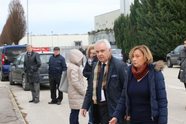 Sul posto l'ex sindaco Fabio Corvatta con la moglie, amici di famiglia