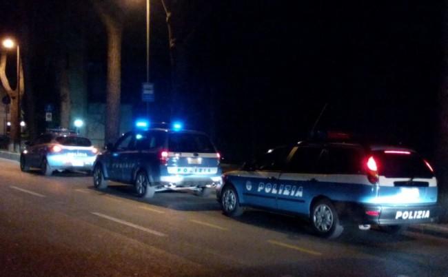 La polizia in azione questa sera a Macerata