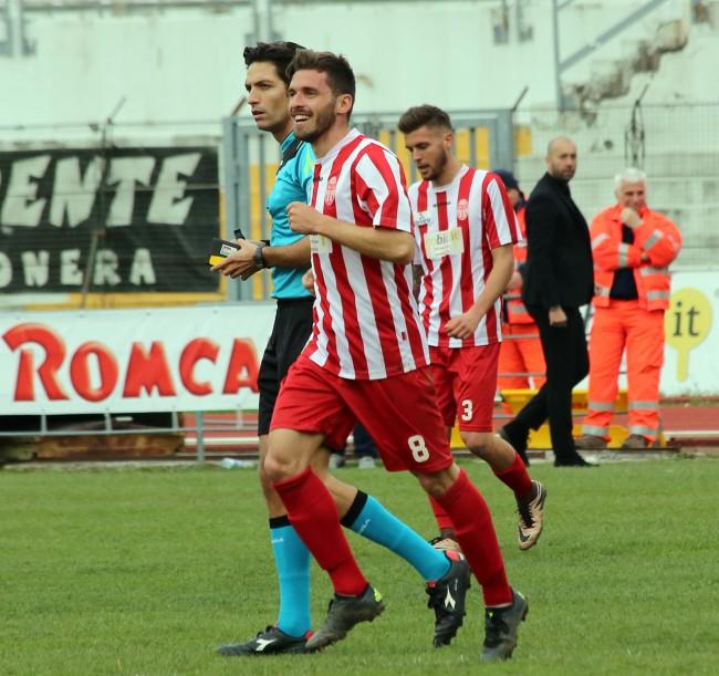 Fabio Foglia con la maglia della Maceratese