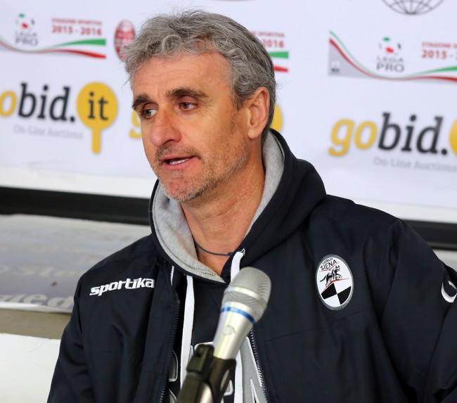 L'allenatore del Siena Guido Carboni