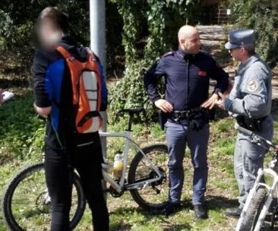I due ciclisti in salvo