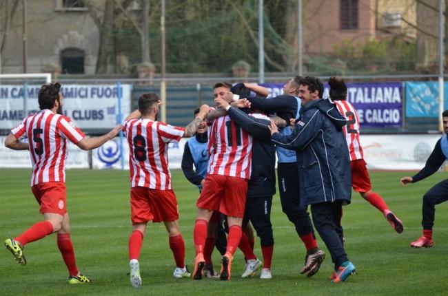 La gioia della Maceratese per il successo ottenuto a Ferrara