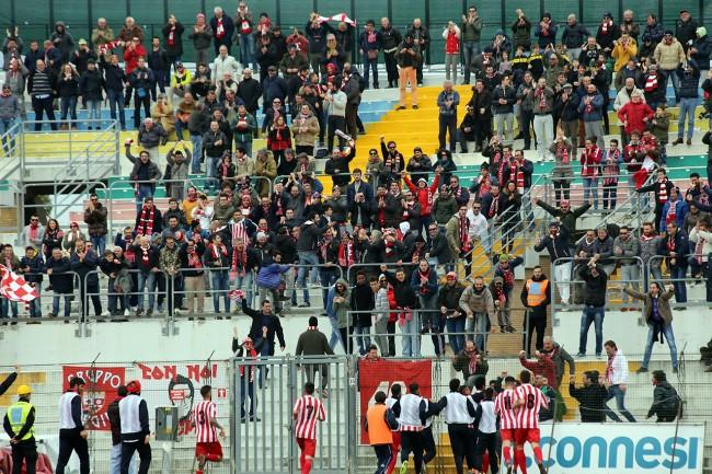 La gradinata dell'Helvia Recina nella gara contro il Siena