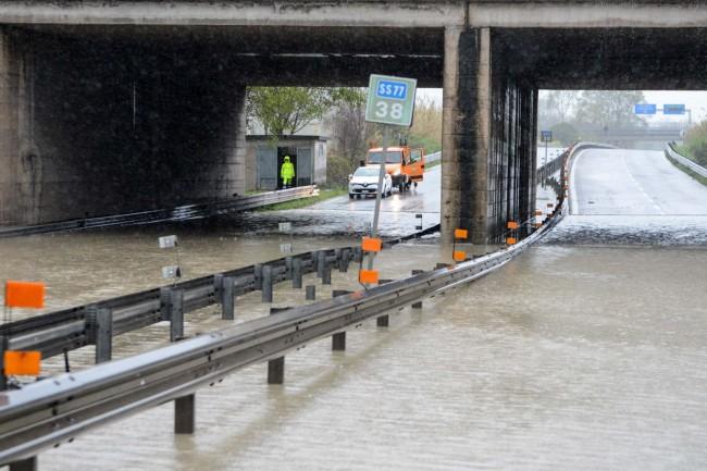 allagamento superstrada vdf - sottopasso autostrada - civitanova (1)