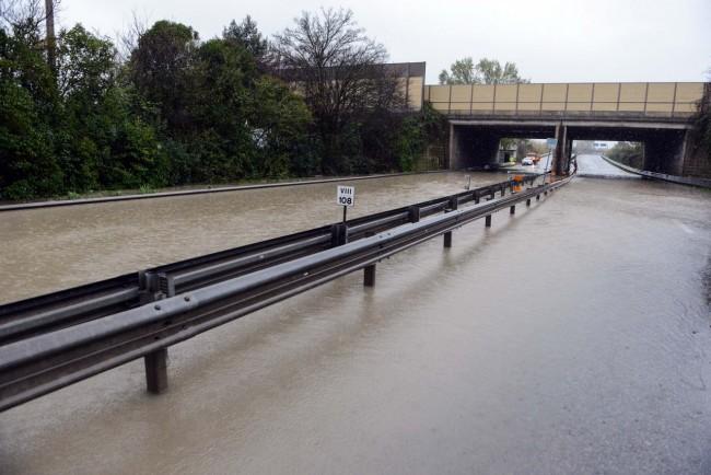 allagamento superstrada vdf - sottopasso autostrada - civitanova (2)
