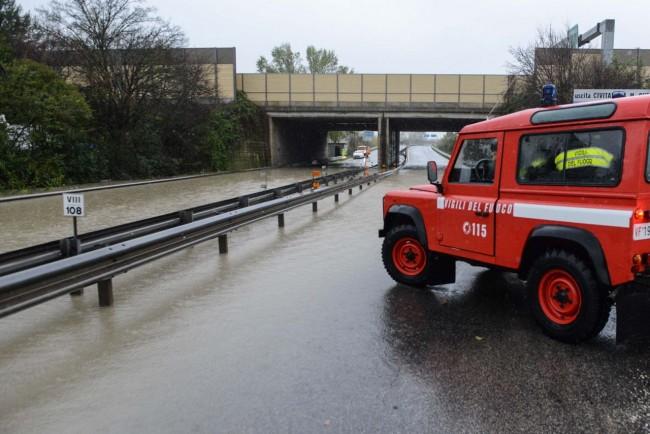 allagamento superstrada vdf - sottopasso autostrada - civitanova (3)