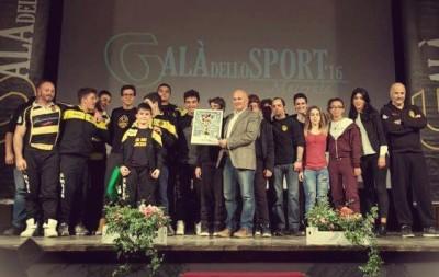 Il premio ricevuto dalla Banca Macerata Rugby al Galà dello sport 2016