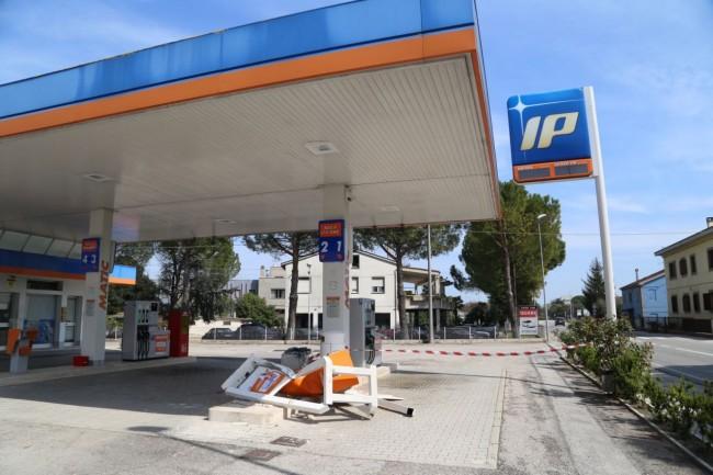 benzinaio scassinato piediripa foto ap (2)
