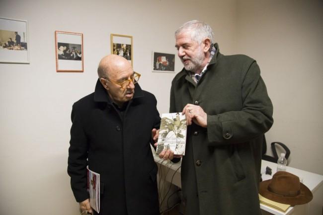 """Maurizio Verdenelli ha consegnato a Dante Ferretti il suo ultimo libro su Mattei, """"Il futuro tradito"""""""