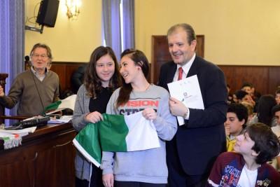 Il presidente Ivo Costamagna con gli studenti