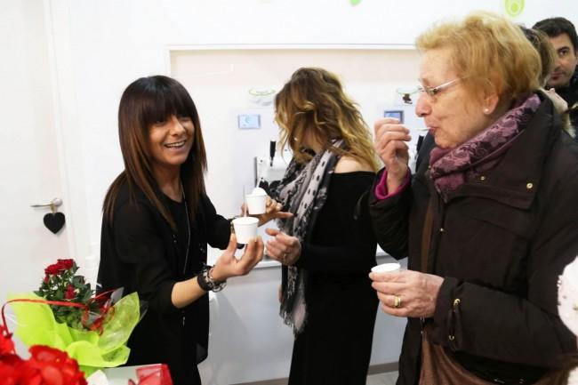 inaugurazione ke gusto gelateria yogurteria macerata foto ap (11)