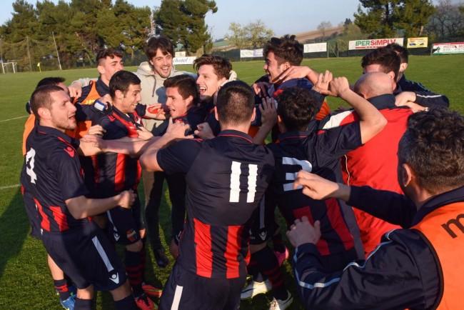La gioia rossoblu a fine gara per la conquista della Serie D
