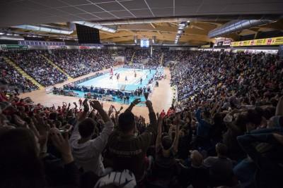 lube-volley-diatec-trentino-2-palasport-pieno13-400x267