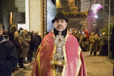Il vescovo Nazzareno Marconi durante la processione del Venerdì Santo