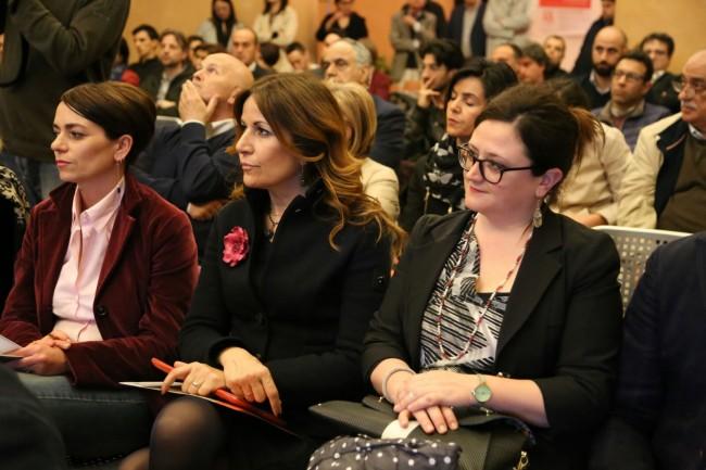 Da destra: l'assessore comunale Federica Curzi e la direttrice dell'Accademia di Belle Arti
