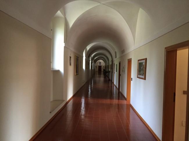 Il corridoio del dormitorio del monastero