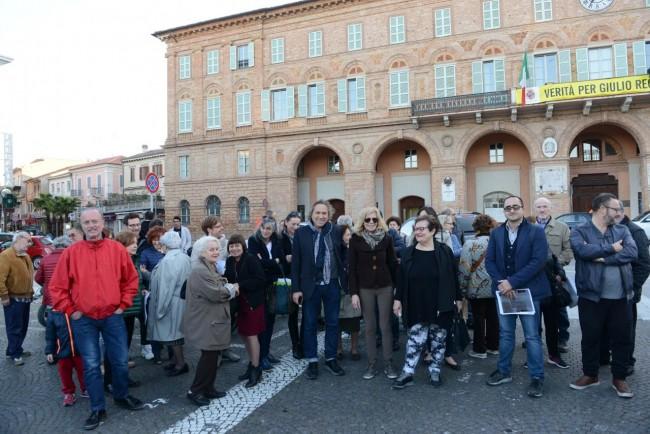comitato centro - protesta sotto il comune - civitanova (4)