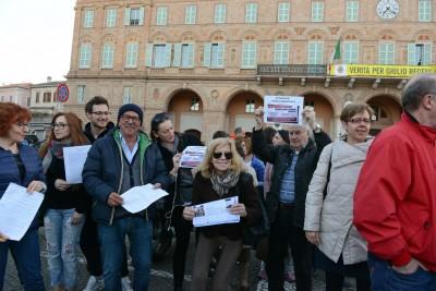 comitato centro - protesta sotto il comune - civitanova (8)