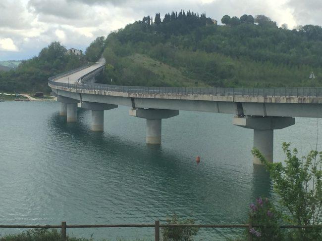 Il ponte danneggiato