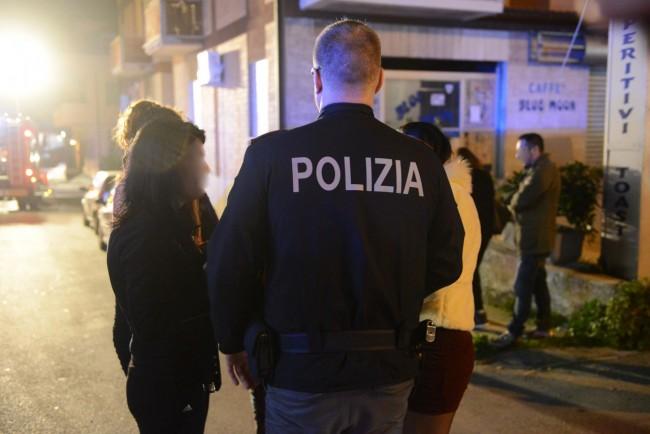 La polizia ascolta le ballerine