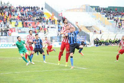 Un momento di Maceratese-Pisa all'Helvia Recina. Le due squadre potrebbero ritrovarsi subito contro nei quarti di finale dei play off. I due precedenti incontri in campionato sono finiti in pareggio