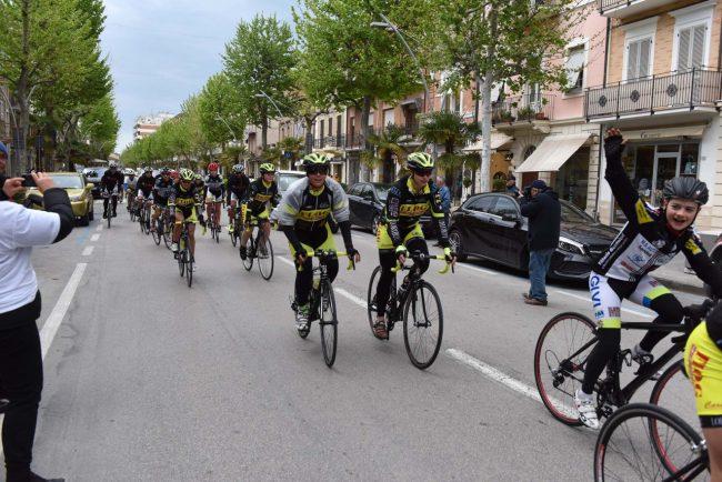 pedalata per la vita - admo - bicilette in corso umberto - civitanova (1)