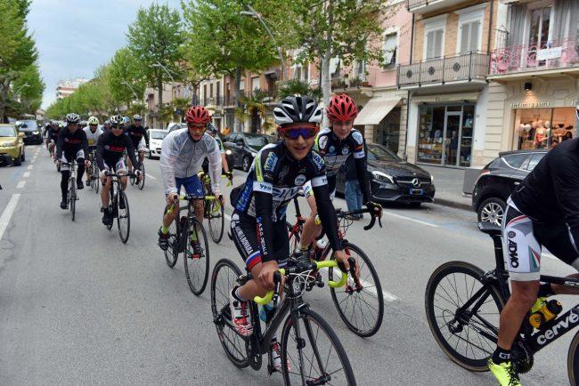 pedalata per la vita - admo - bicilette in corso umberto - civitanova (2)
