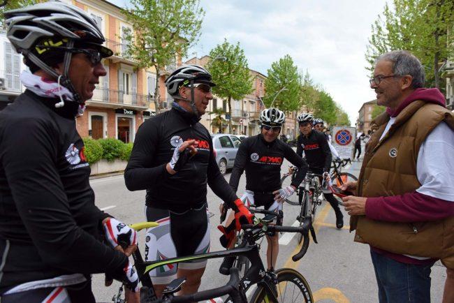 pedalata per la vita - admo - bicilette in corso umberto - civitanova (3)