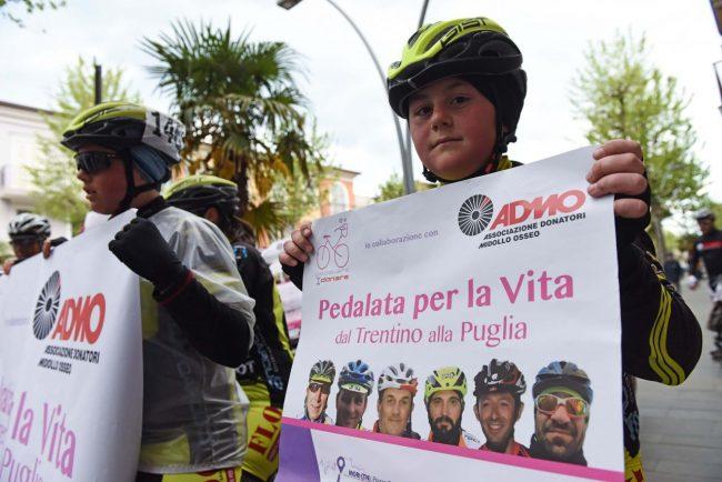 pedalata per la vita - admo - bicilette in corso umberto - civitanova (4)