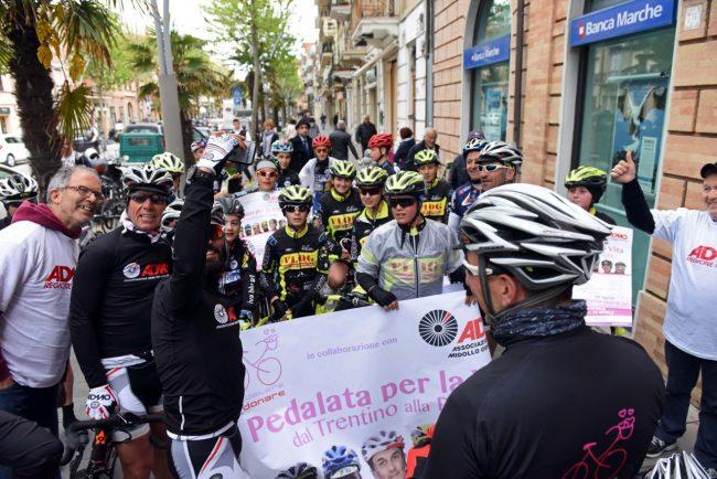 pedalata per la vita - admo - bicilette in corso umberto - civitanova (9)