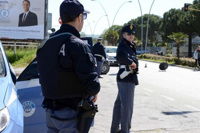 posto-di-blocco-stradale-polizia-civitanova-2-650x434