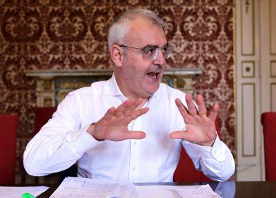 Il sindaco Romano Carancini annuncia i tagli
