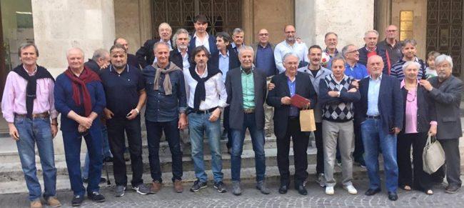 Foto di gruppo per le vecchie glorie biancorosse