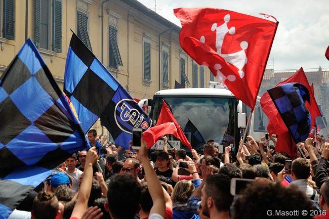 Festeggiamenti a Pisa dopo la partita