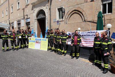 Protesta-vigili-del-fuoco-macerata_Foto-LB-1-400x267