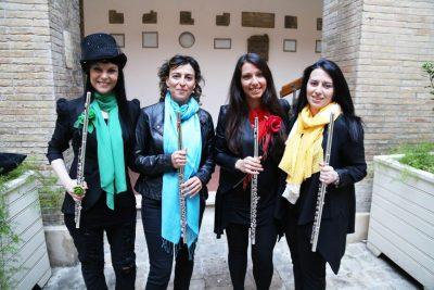 flash mob cortile comune macerata quartetto fata flautiste foto ap (1)
