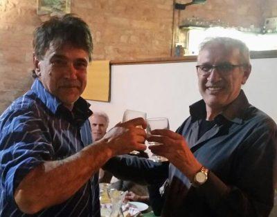 I due sindaci Giancarlo Ricottini e Claudio Castelletti brindano all'unione