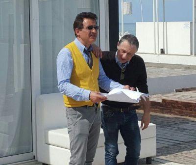 Da sinistra gli avvocati Rossano Romagnoli e Alfonso Valori oggi allo chalet Nero di sole