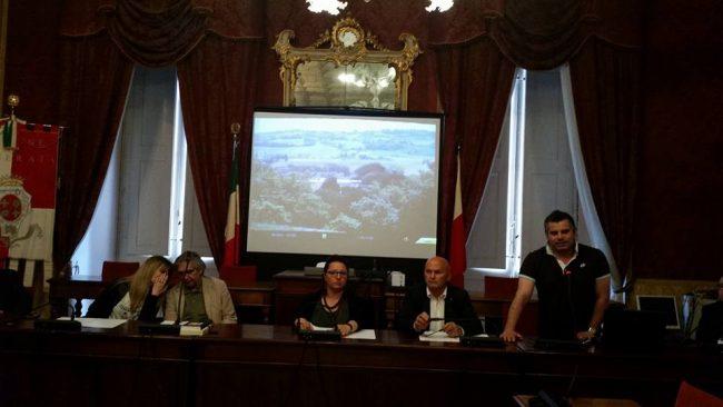 Da sinistra Ivo Schiaffi, (direttore generale Ircr), Paola Medori, Giuliano Centioni, l'assessore comunale Marika Marcolini, Giuseppe Spernanzoni e Luca Rosconi