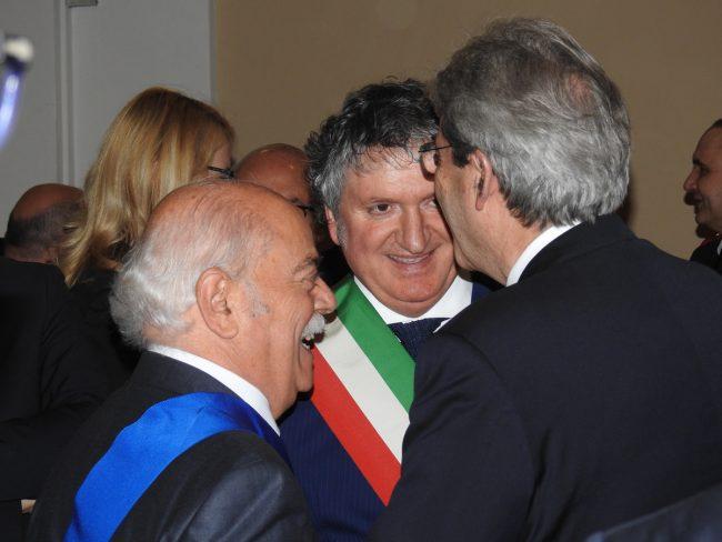 A sinistra il presidente della Provincia Antonio Pettinari